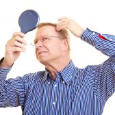 Чому у чоловіків випадає волосся на голові?
