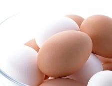 Які вітаміни і мінерали містяться в курячих яйцях?