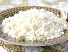Які вітаміни і мінерали в сирі?